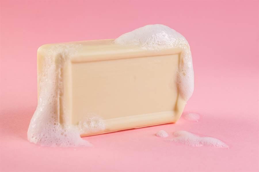 女勤洗手狂搓肥皂不起泡 真相超糗(示意圖/達志影像)