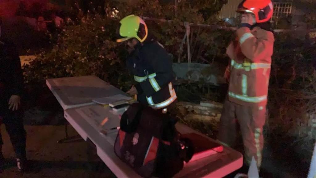 台中市晚間1家工廠傳出火災,消防人員到場搶救,3名移工喪生火窟。(台中市消防隊提供/陳淑芬傳真)