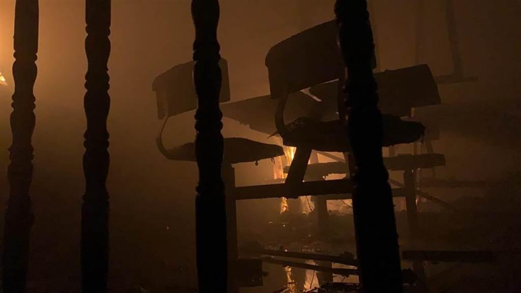 台中市晚間1家工廠傳出火災,消防人員到場搶救,3名移工喪生火窟。(台中市消防提供/陳淑芬傳真)