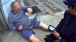 中風7旬老翁癱路邊 警巡邏急助返家