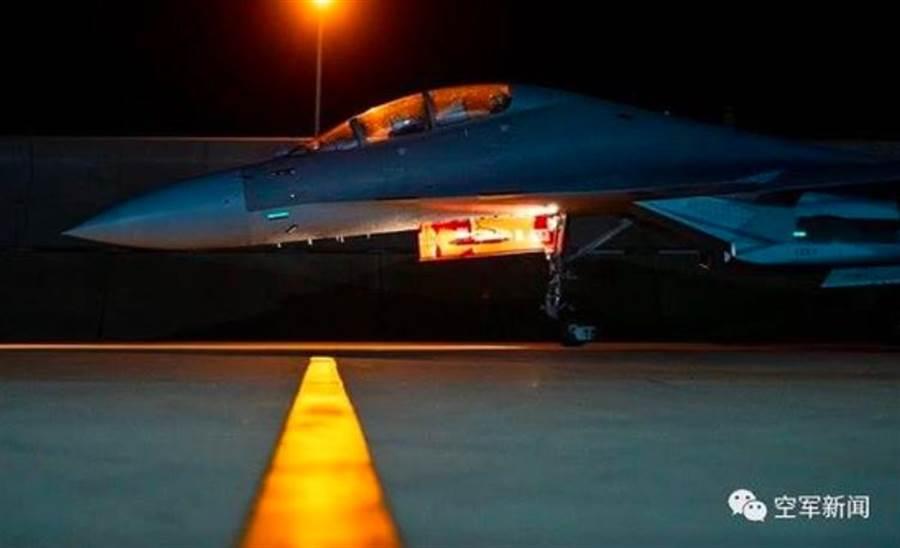 傳聞中的第6批殲-16戰鬥轟炸機。(解放軍空軍)