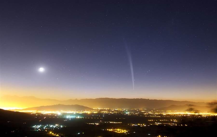 2011年的洛夫喬伊彗星,有著極長的彗尾,可惜只有南半球可見。(圖/歐洲南方天文台)