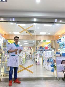 台南民眾搶買口罩 撞破藥局大門玻璃
