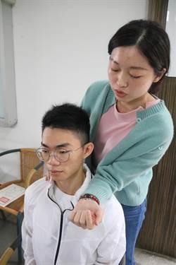 弘光物治系學生獲獎 籲上網別忘伸展防頸痠痛