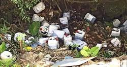 逾20桶顯影液惡意丟山溝 民憂心喝到污染水源