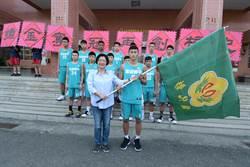 溪湖國中籃球聯賽挺進8強 縣長授旗贈加菜金還秀球技