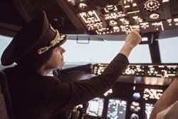 越南美女副機長爆紅 逆齡顏值網淪陷