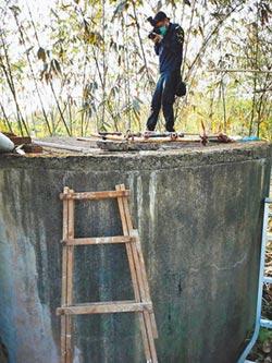 水塔內刷漆嗆昏 警官夫妻溺斃