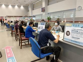 防飛沫傳染!中市府服務中心設透明隔板
