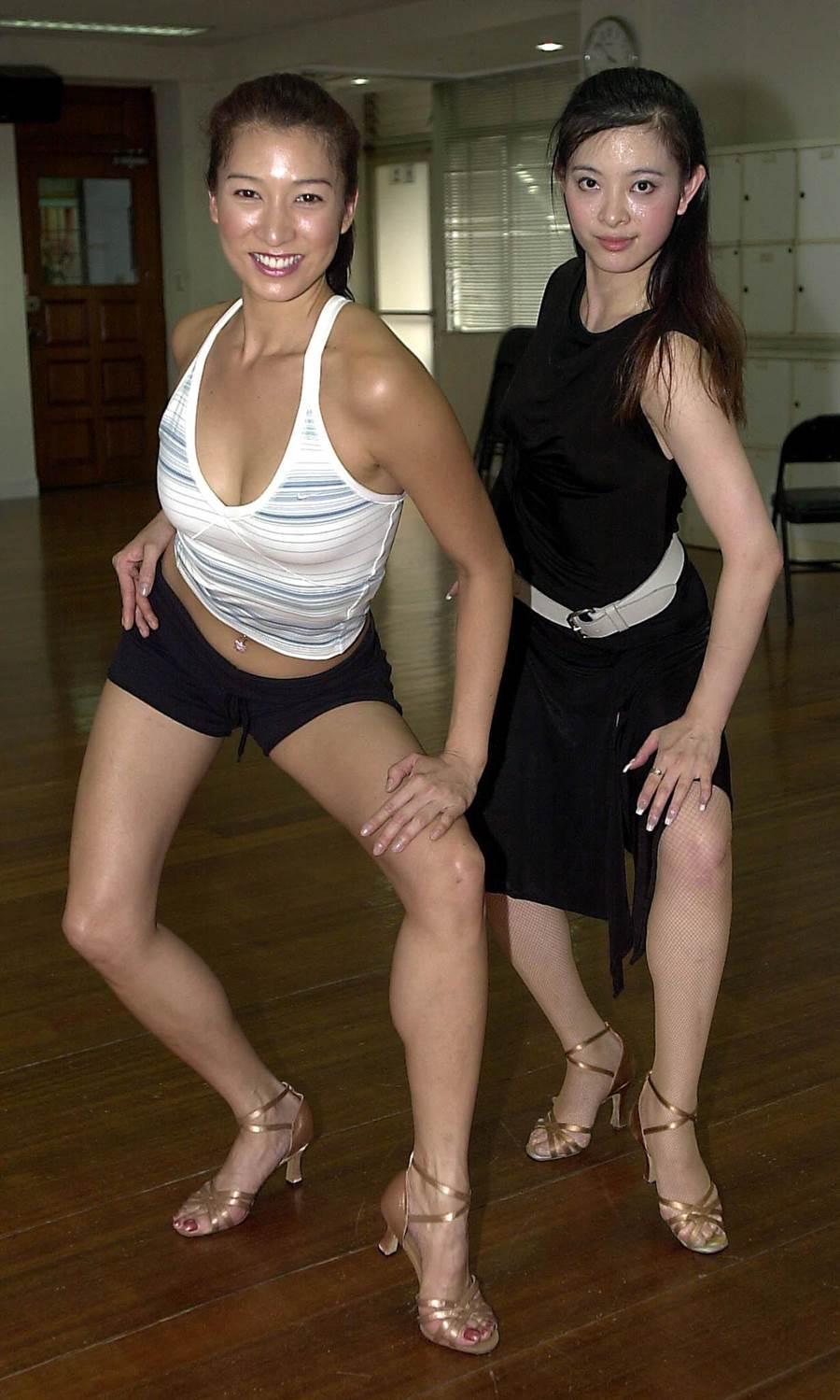 2002年李詠嫻與舞王劉真共舞。(圖/中時資料照片)