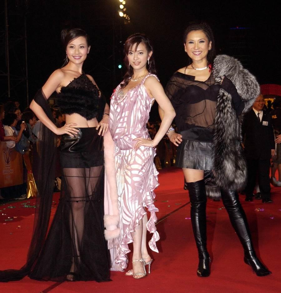 2003年劉真與寇乃馨、姚黛瑋出席金鐘獎星光大道。(圖/中時資料照片)