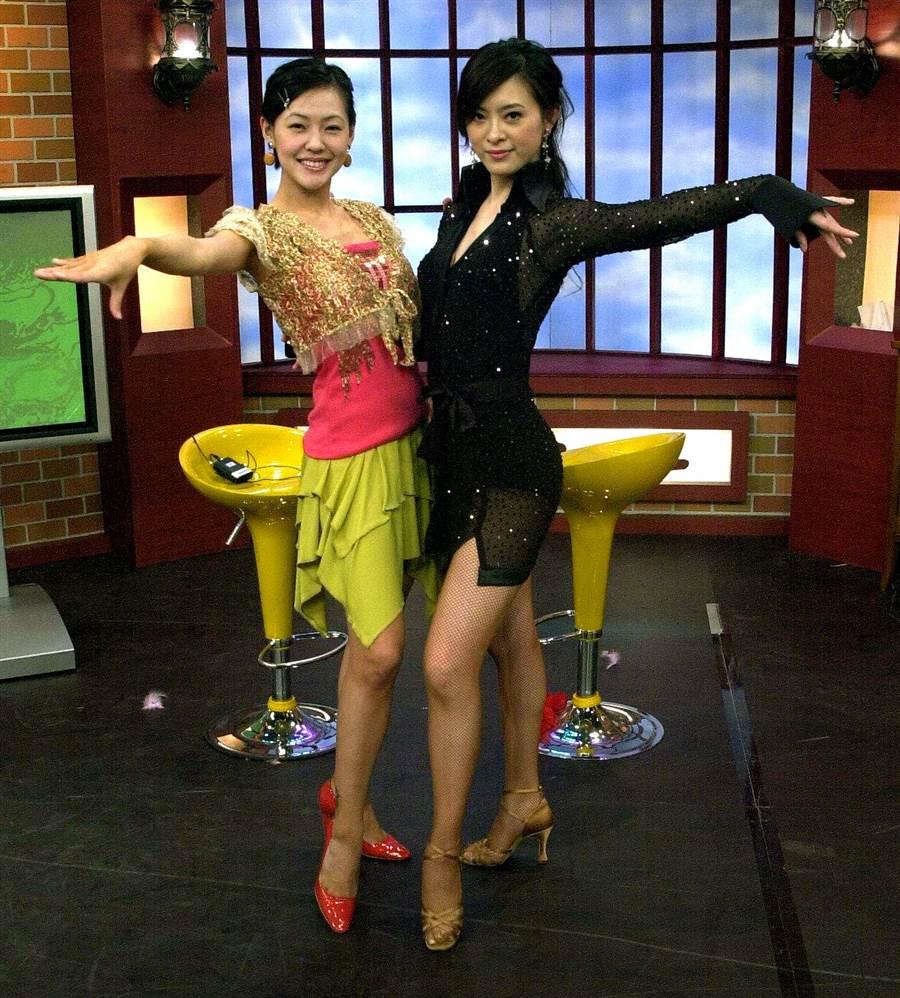 2005年劉真上《康熙》與小S尬舞。(圖/中時資料照片)