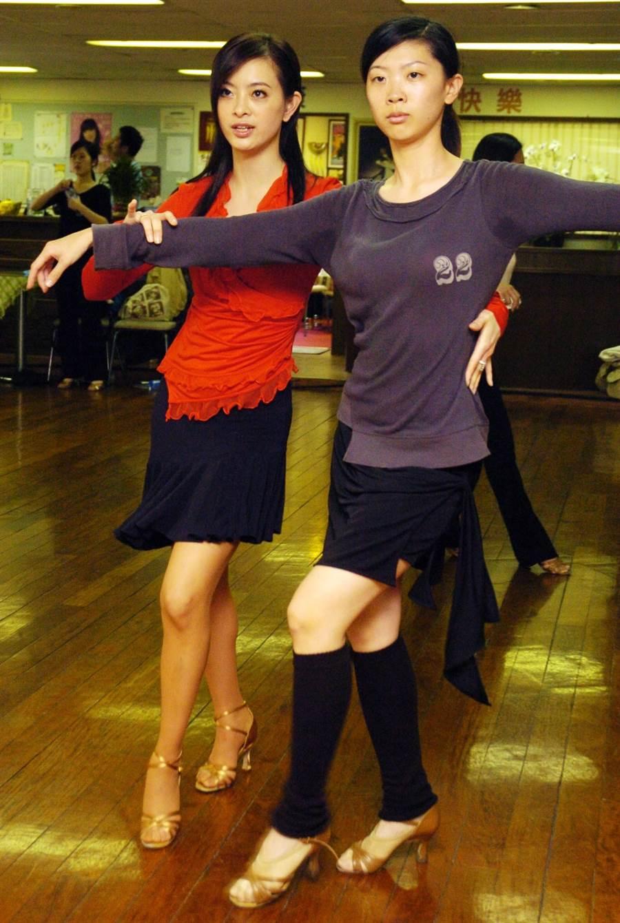 2005年劉真教學生舞蹈開放媒體採訪。(圖/中時資料照片)
