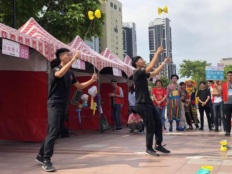新北市文化局宣布,2021年起街頭藝人證照考試將由審查制調整為登記制。(新北市文化局提供/葉書宏新北傳真)