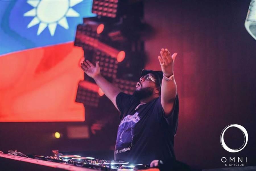 東區知名夜店OMNI時常請來知名DJ表演,廣受許多電音樂迷喜愛。