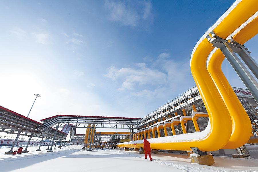 大陸重大專案復工率已逐步回升。圖為中俄東線天然氣管道北段黑河首站場區。(新華社資料照片)