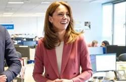 凱特王妃訪英國肺炎醫護!平價「豆沙粉西裝」引爆搶