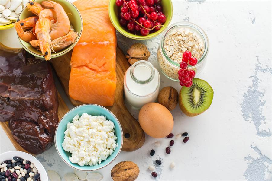 膽固醇太高也能適量吃蛋與海鮮。(圖/Shutterstock)