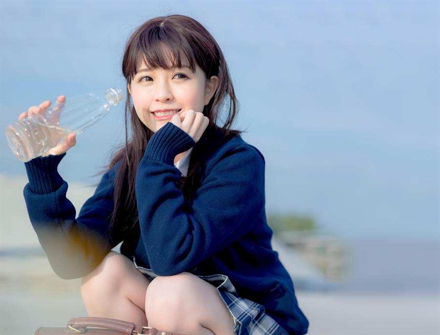 高校美少女選拔 仙氣景美妹曬長腿爆紅(示意圖/達志影像)