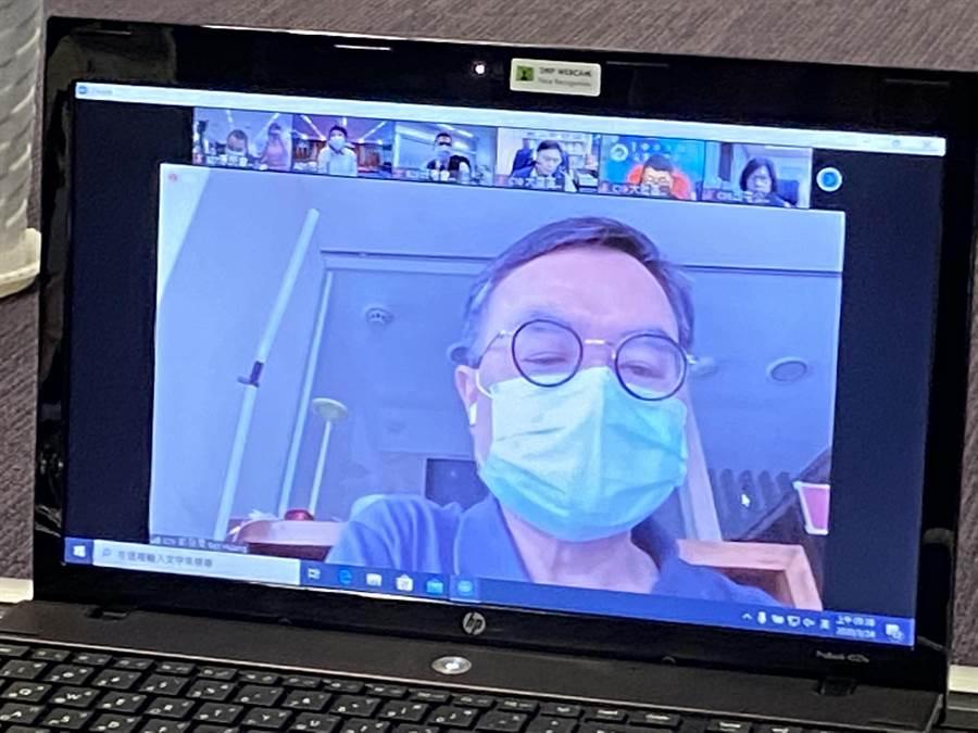 居家自主健康管理的都發局長黃文彬參與視訊連線,感謝各界對他的關心。(盧金足攝)