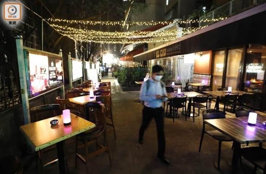 香港接連出現多宗,曾到酒吧的確診個案。(東網)