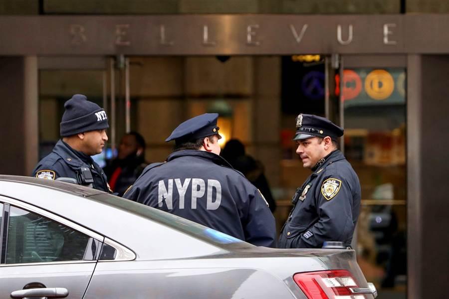 紐約警界淪陷,至少有98名警察新冠病毒檢測呈現陽性,另外有超過2,000人出現症狀。(資料照/路透社)