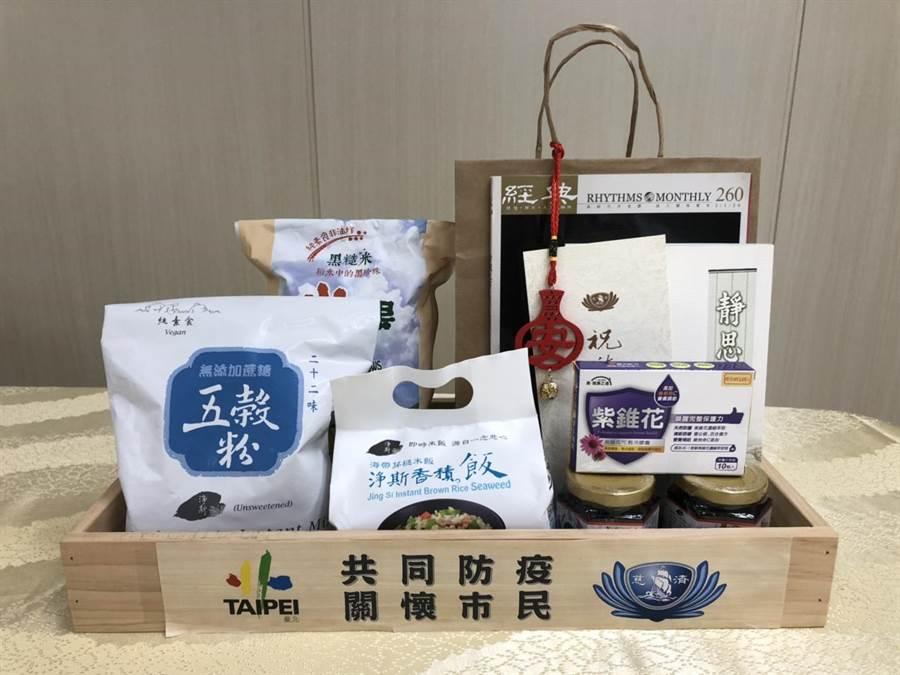 慈濟基金會3月5日贈送北市府3000份防疫包,上周已全數發送一空。(譚宇哲攝)
