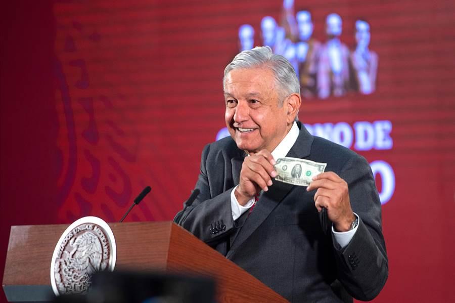 對於新冠肺炎疫情衝擊,墨西哥總統羅培茲歐布拉多表示,政府將把重點放在幫助窮人上。(圖/美聯社)