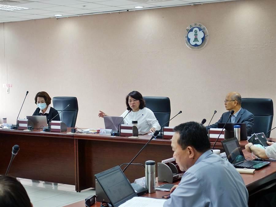 今24日在市務會議中,嘉義市長黃敏惠再宣布數項防疫措施。(嘉義市政府提供/呂妍庭嘉義傳真)
