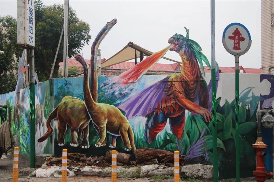 藝術造里桃園市福德里恐龍牆吸睛。(呂筱蟬攝)