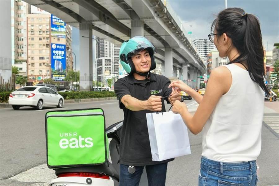 (Uber Eats 將針對醫護專業人員、餐廳業者、合作外送夥伴及平台用戶,推動一系列支援計劃。圖/Uber Eats )