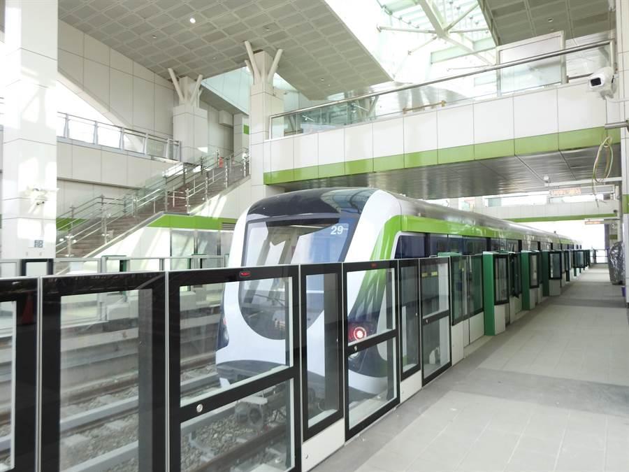 台中市長盧秀燕24日表示,台中捷運通車持續密集進行相關測試,「只會提前,不會延後不能再拖、也不能再等」,希望今年底前順利通車。(盧金足攝)