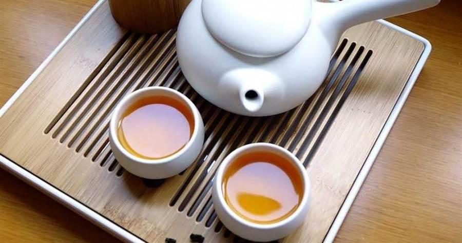 嘉義長庚醫院研究團隊日前經特殊萃取發現,台灣本土茶葉中的有一種結構物質可抑制病毒增生。(圖/Pixabay)