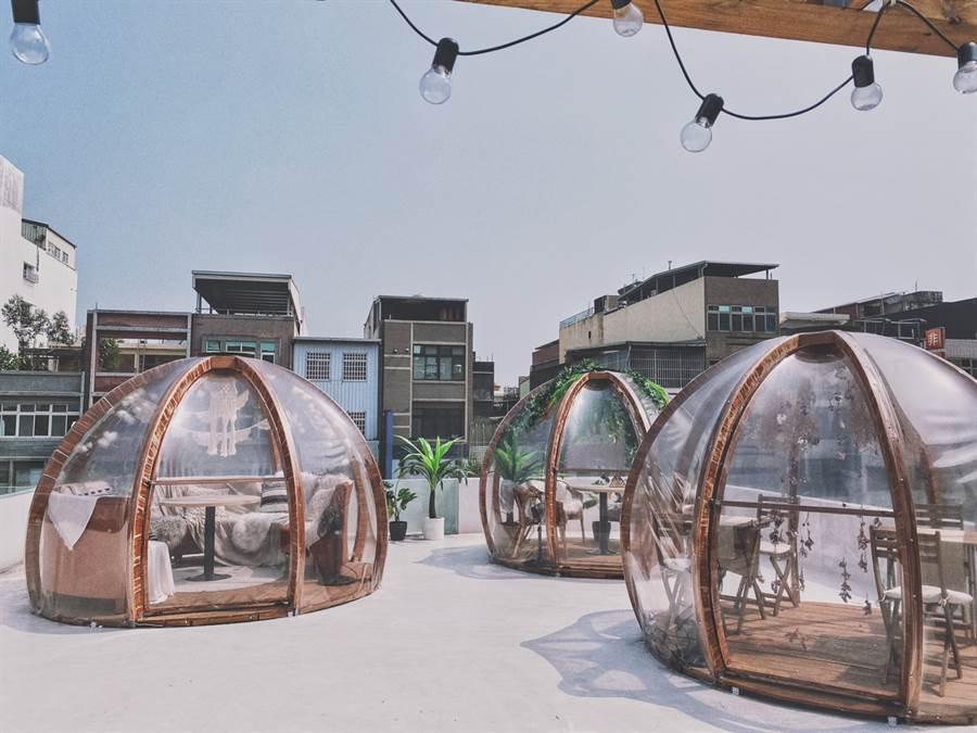 頂樓的玻璃屋成為台灣近日打卡新熱點(圖/Blossom Forest 食甸森蒔提供)