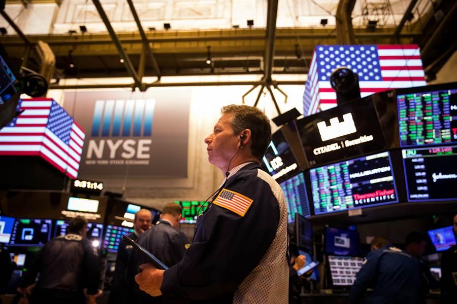 3月17日,交易員在美國紐約證券交易所工作。(新華社)