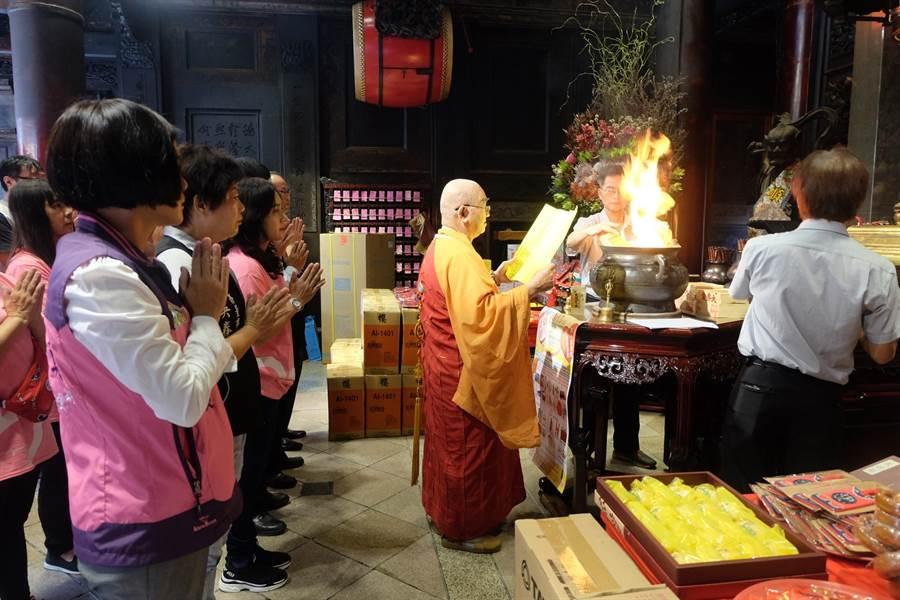 雲林縣北港朝天宮為防疫推出線上媽祖祝壽,將由僧侶進行祝壽祈福儀式。(本報資料照片)