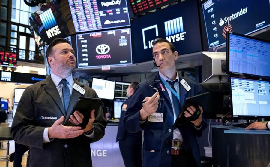 雖然美國紓困救市方案仍在參議院商議中,但投資人樂觀情勢形成。圖/美聯社