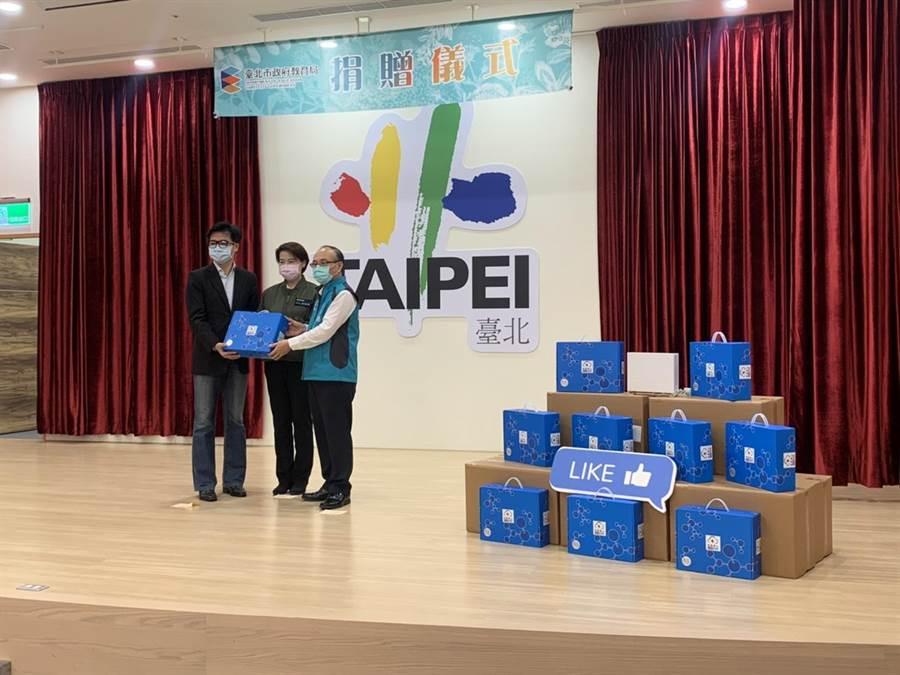 民間捐贈50台空氣清淨機給北市學校。(張薷攝)