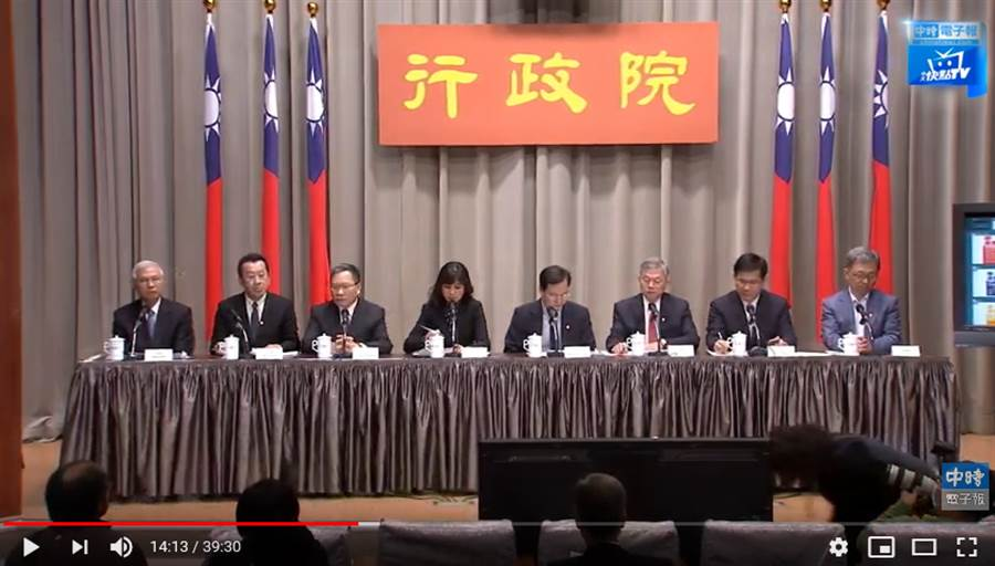 行政院傍晚舉行「政府挺你 安心防疫」記者會。(圖/中時電子報直播)