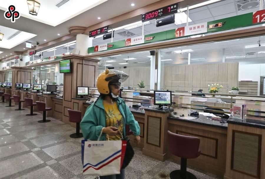 中華郵政公司宣布3月25日起調降存款利率。(本報系資料照)