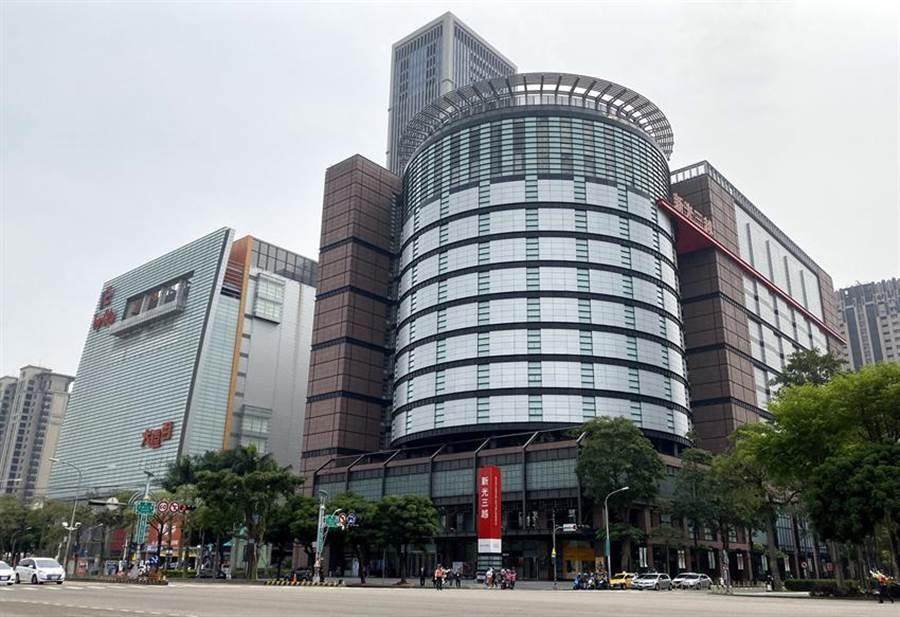 (針對網路謠傳,新光三越台中店主動向台中市警局報案並提供相關蒐證資料。圖/曾麗芳)