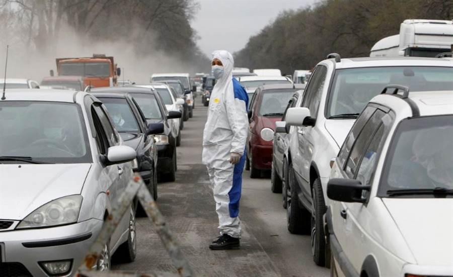 吉爾吉斯的新冠病例從16起增加到42起,該國政府立刻發動各種嚴格措施來阻擋疫情。(圖/路透社)