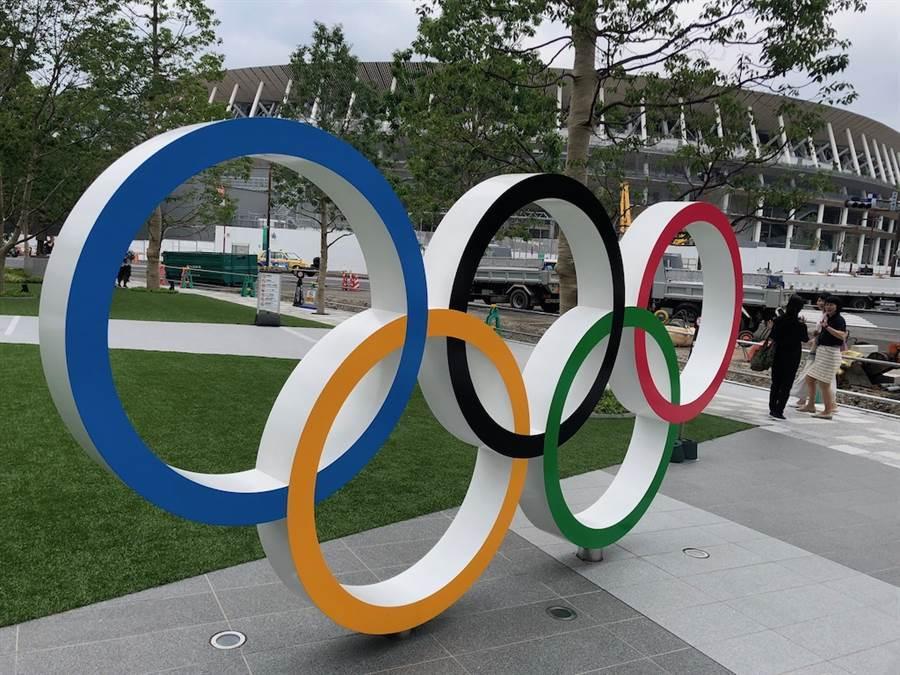 日本首相安倍晉三24日晚間與國際奧運委員會(IOC)主席巴赫舉行電話會談,傳達了日本同意東奧延期舉辦的想法。(圖為東京奧運會主場館日本國立代代木競技場,黃菁菁攝)