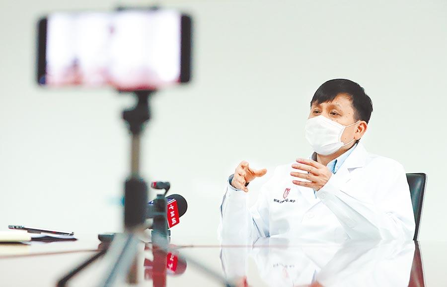 復旦大學附屬華山醫院感染科主任張文宏。(中新社資料照片)