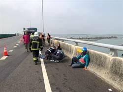 台61線布袋段發生車禍 工程車受猛烈撞擊車頭懸掛護欄