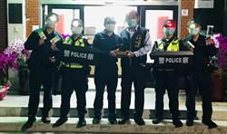 警界土地公「大餅哥」 贈大甲警LED夾帽燈等