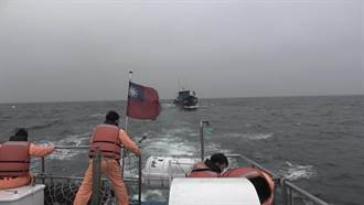 馬祖漁船失火失動力  海巡馳援拖帶