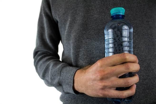 新型冠狀病毒在塑膠表面存活得最久,高達72小時。(圖/pixabay)