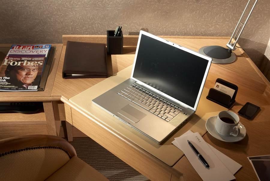 雲朗觀光集團日租辦公方案,可免費使用WIFI、有線網路、商務中心電腦及黑白印表機。(圖/雲朗觀光)