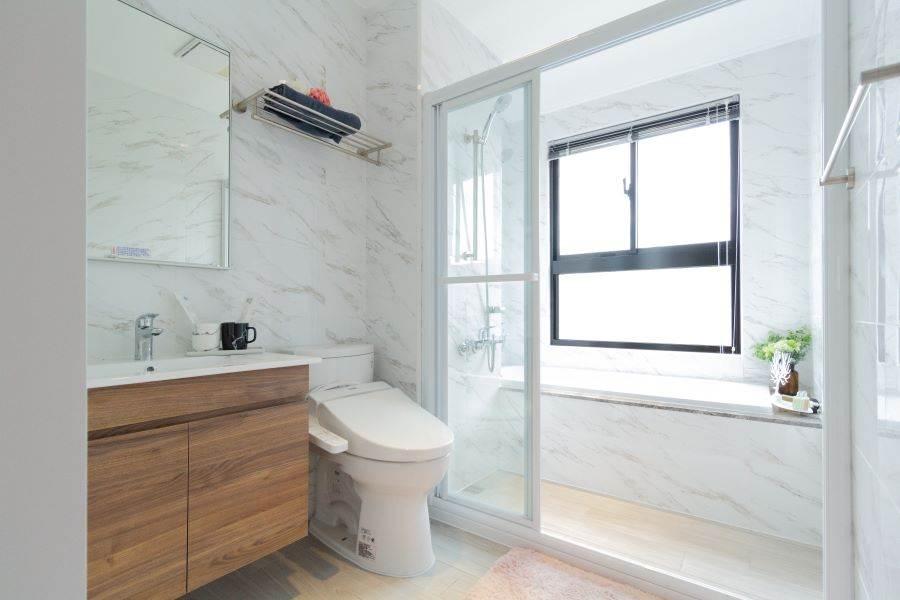廁所設有窗戶,這在同區建案來說很難見到。/中時電子報攝